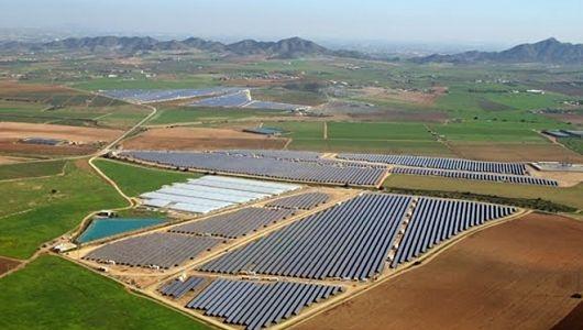 Utilización de suelos contaminados para ubicar proyectos de energía solar.
